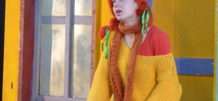 """Theaterstück """"Pippi plündert den Weihnachtsbaum""""  zu Gast in unserer Schulturnhalle"""