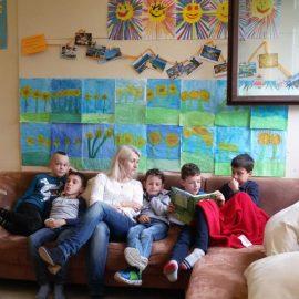 Leseprojektwoche: Eltern der 2b lesen Märchen vor